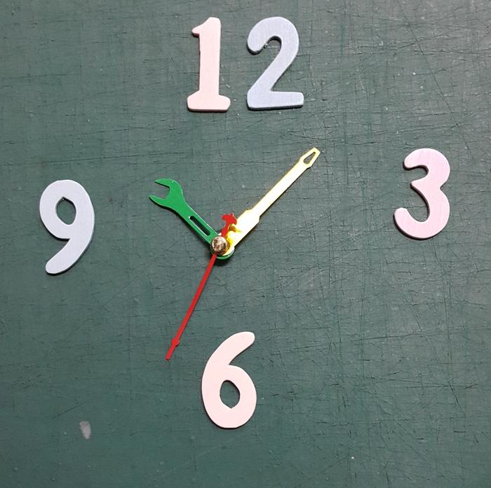 ชุดตัวเครื่องนาฬิกาญื่ปุนเดินเรียบ เข็มลายโมเดิน ขนาดเล็ก เข็มสั้นคีมสีเขียว-เข็มยาวไขควงสีทอง เข็มวินาทีสีแดง อุปกรณ์ DIY