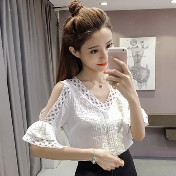 เสื้อชีฟอง คอวีแต่งลูกไม้ โชว์ไหล่ ผ้านูนลายทางสวมใส่สบายไม่ต้องรีด มี 2 สีคือ ขาวและม่วงค่ะ