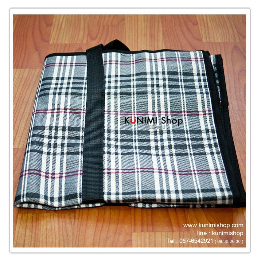 กระเป๋าจัดระเบียบ กระเป๋าจัดเก็บเสื้อผ้า ใส่ผ้าห่ม ผ้าเช็ดตัว ของใช้ต่างๆ        เพื่อป้องกันฝุ่น กันแมลง จัดของให้เป็นระเบียบ        หรือจะใช้ใส่ของ สำหรับขนย้าย หรือ เดินทางไปที่ต่างๆ ใส่ของได้จุใจ        ด้านบนมีซิบ เปิด - ปิด พร้อมหูหิ้ว สองข้าง                วัสดุเนื้อผ้าทอ ผ้าฟอร์ด  เคลือบกันน้ำ เนื้อผ้าหนา เหนียว แข็งแรง รับน้ำหนักได้เยอะ           ขนาด : 60 x25 x65 ซม.