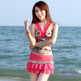 ชุดว่ายน้ำ Tankini เซ็ต 3 ชิ้น โทนสีชมพูแดงลายสวย กระโปรงแต่งระบายน่ารัก