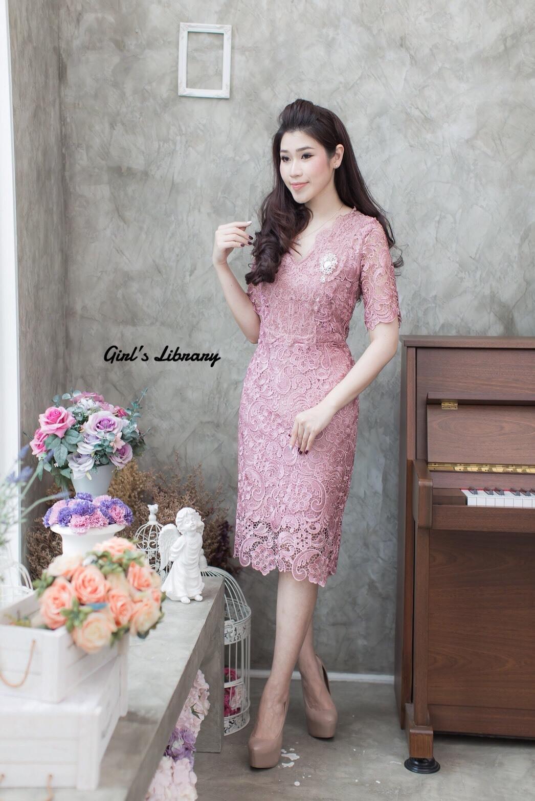 ชุดเดรสเกาหลี พร้อมส่ง Dress ลูกไม้คอวี