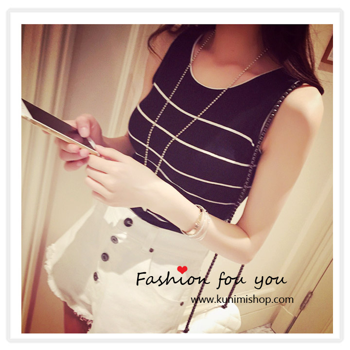 เสื้อแฟชั้น เสื้อยืด ที 2 สี สีขาว สีดำ แขนกุด คอกลม ลายขวาง สวยน่ารัก สินค้าเหมือนแบบ 100 % Free Size : เสื้อยาว 18.5 นิ้ว // รอบอกไม่เกิน 32 นิ้ว ผ้า : ผ้าโพลีเอสเตอร์ ( มีความยืดหยุ่น )