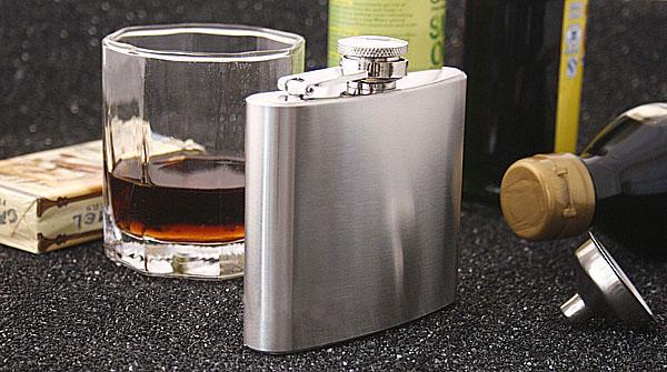 กระป๋อง ขวด ใส่เหล้า ใส่เครื่องดื่ม ทำจาก สแตนเลส Stainless Steel ขนาดเล็ก กะทัดรัด พกพา สะดวก ขนาดความจุ 5 ออนซ์ (150 ซีซี )