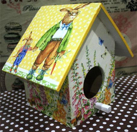 กล่องทิชชูไม้ทรงบ้านนก สำหรับทิชชูม้วน ลายครอบครัวกระต่าย พ่อ แม่