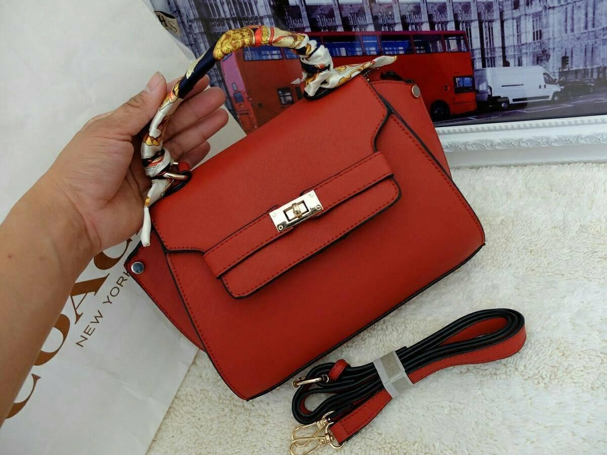 fashion bag style valentino กระเป๋าหนังPUทรงเก๋ ดีไซร์เรียบๆหรูๆ มาพร้อมผ้าพันสายจับ