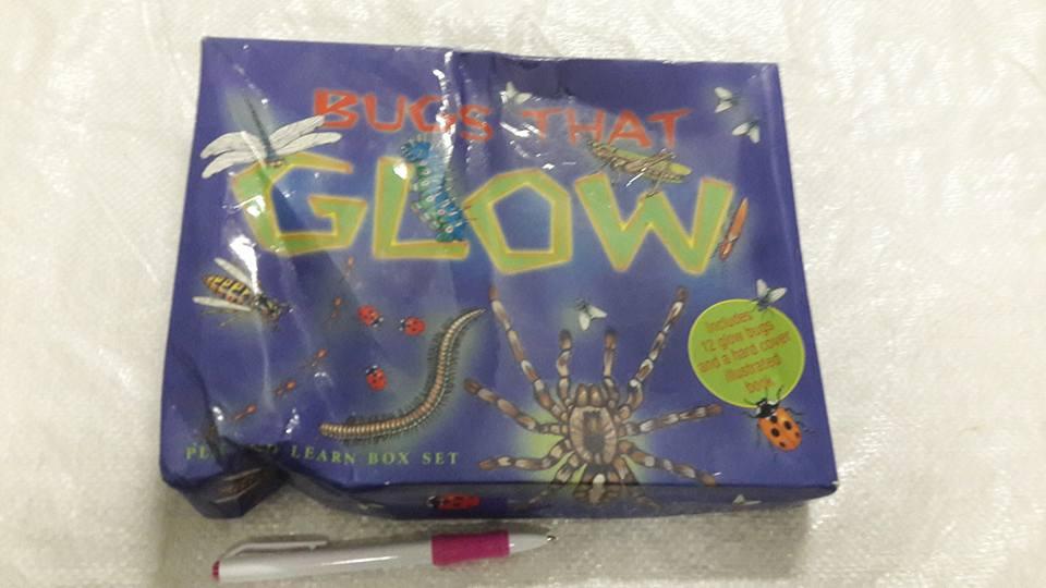 หนังสือBugs that glow พร้อมตัวเล่น