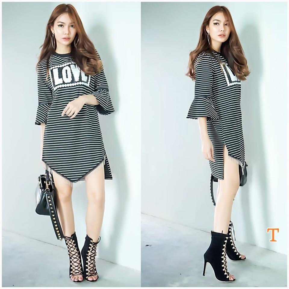 พร้อมส่ง New Stripe Mini Dress Korea Style เดรสผ้ายืดริ้ว แต่งเลื่อมด้านหน้า ปลายแขนบาน ชายพู่ ทรงเกร๋มาก รุ่นนี้ผ้าคอนตอนยืด อย่างดี เกาหลีมาก สาวๆไม่ควรพลาดนะคะ น่ารักๆๆๆ