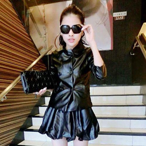 ++สินค้าพร้อมส่งค่ะ++ชุดเซ็ทเกาหลี เสื้อแขนยาว คอปกบัว ชุดหนัง แต่งกระดุมคู่ด้าหน้า+กระโปรงสั้นทรงบอลลูน น่ารัก – สีดำ