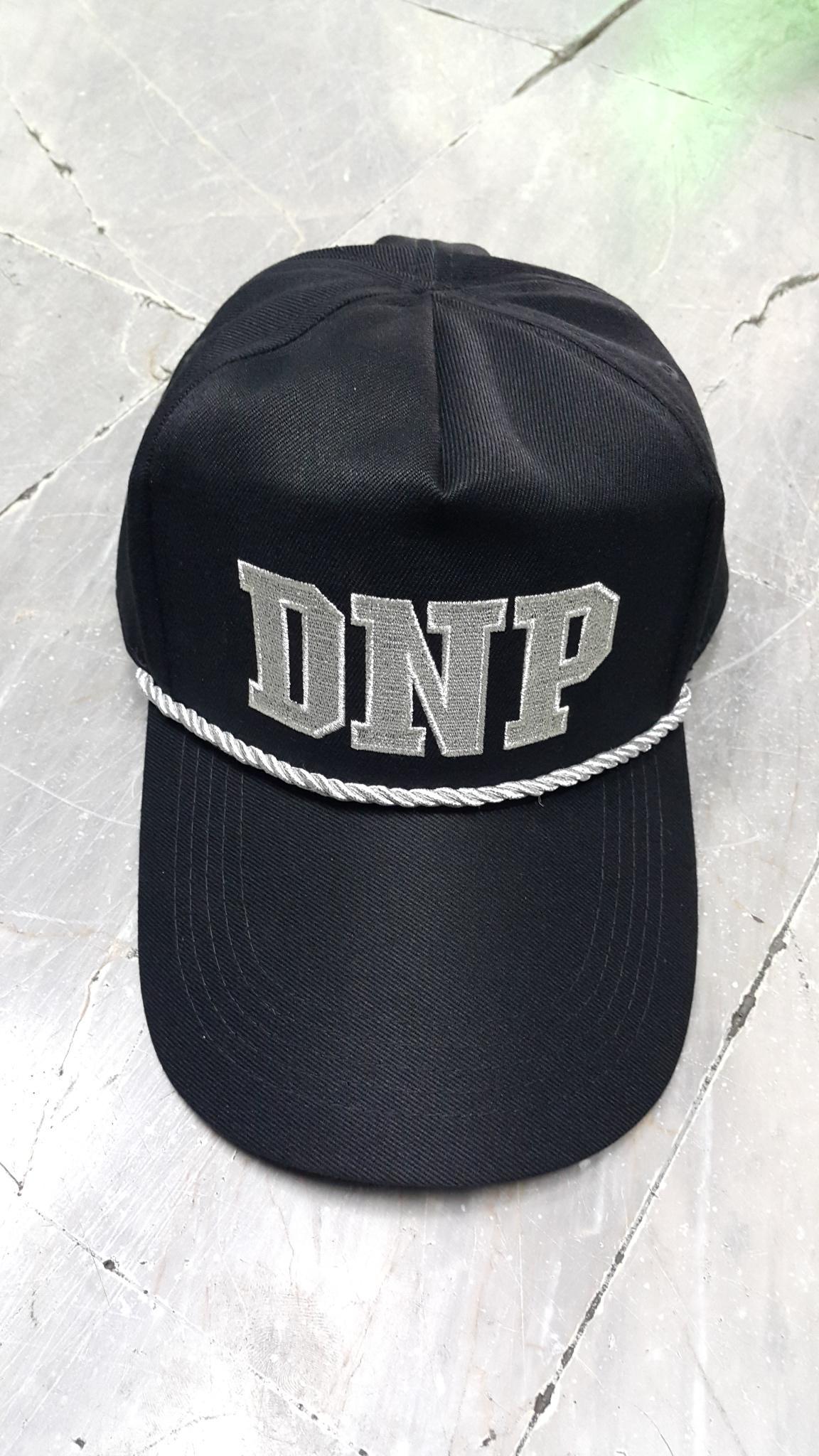 หมวกแก็ปซิปหลัง DNP เชือก ดิ้นเงิน