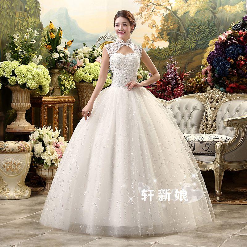 ชุดแต่งงานของเจ้าสาวยาวเวอร์ชั่นเกาหลีสีขาว คอจีนแขนกุดเว้าช่วงอก แต่งตัวชุดด้วยคริสตัล