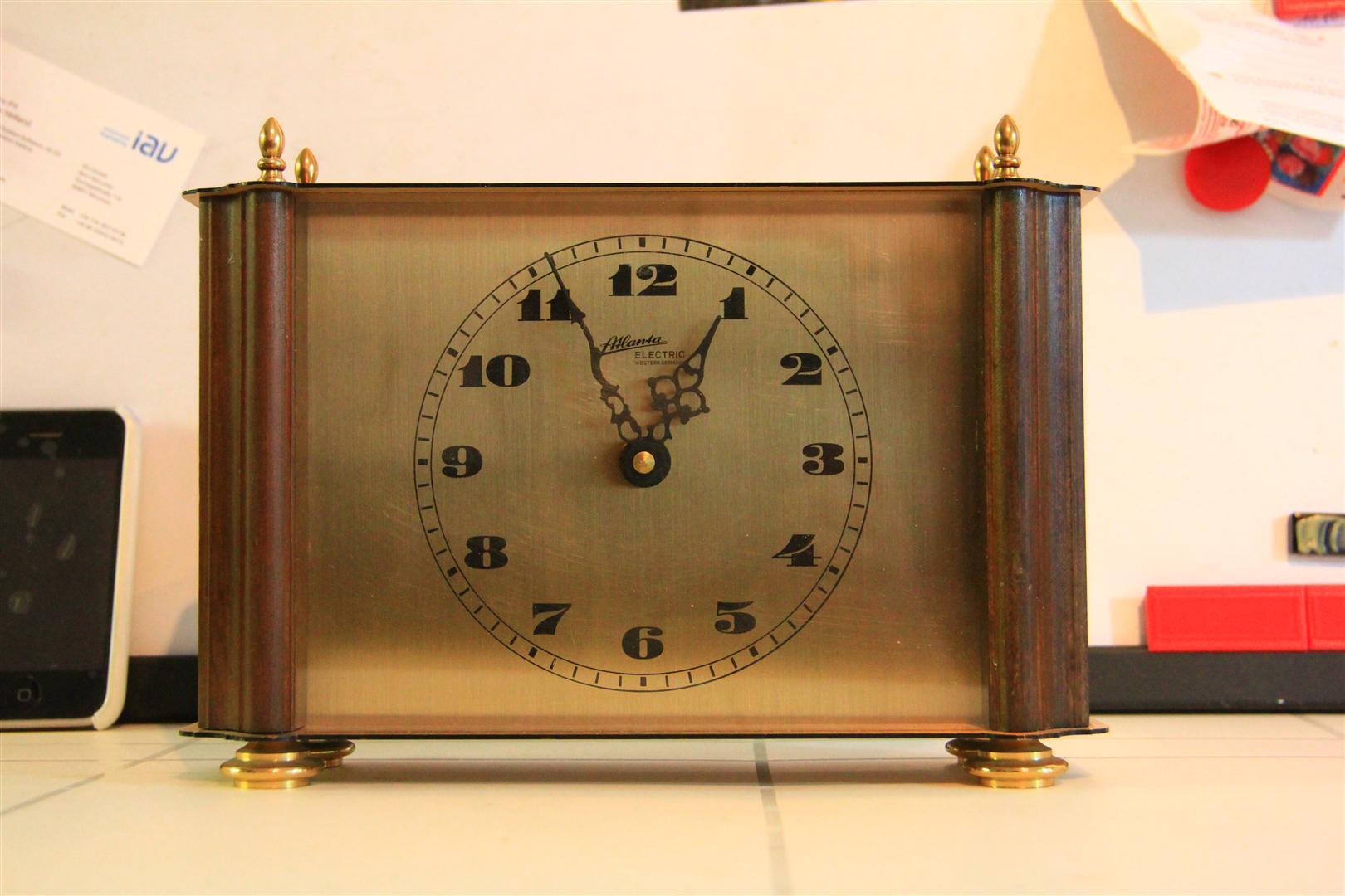 หมายเลข 15. นาฬิกาตั้งโต๊ะ ATLANTA ELECTRIC WESTERN GERMANY
