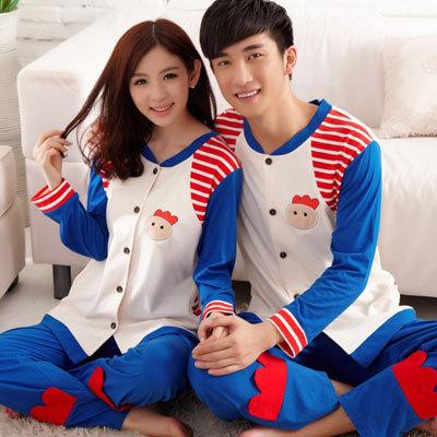 Pre Order ชุดนอนคู่รักสุดเก๋ เสื้อแขนยาว กระดุมหน้า แต่งสลับสี ลายน้องไก่+กางเกงขายาว