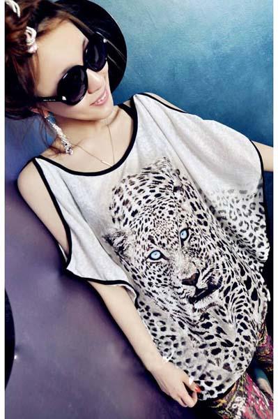 FASHION เสื้อผ้าแฟชั่น แขนค้างคาว สีขาว ลายเสือ ผ้ายืด เนื้อนิ่ม ใส่เที่ยว ชิวๆ ใส่คูู่กับเลกกิ้ง น่ารักมากๆ จ้า thaishoponline (พร้อมส่ง)