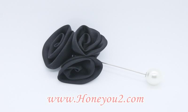เข็มกลัด พุ่มดอกกุหลาบผ้าสีดำ