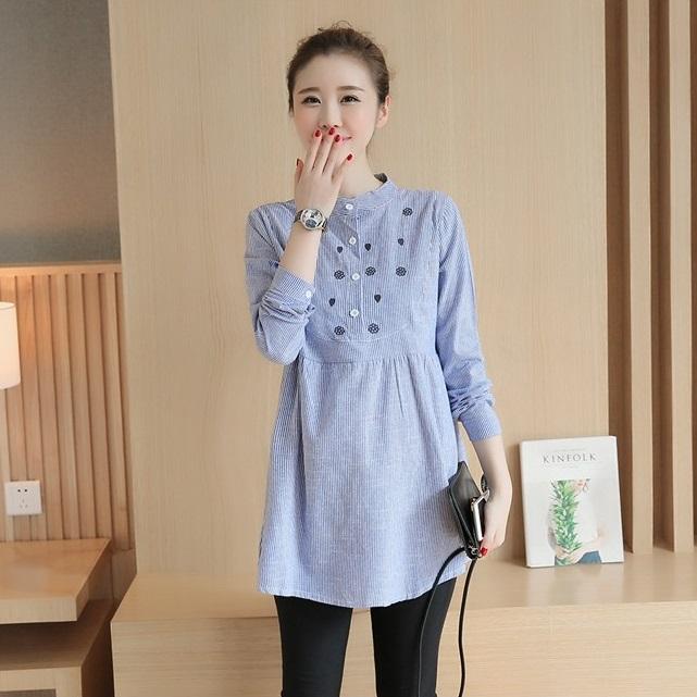 เสื้อเชิ๊ตคลุมท้องคอจีนสีฟ้าลายเส้น ปักดอกไม้และใบรูปหัวใจ
