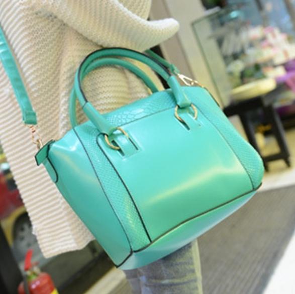 กระเป๋าแฟชั่น สีเขียวอ่อน