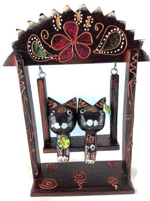 ตุ๊กตาไม้แมวคู่บนชิงช้า แบบ C